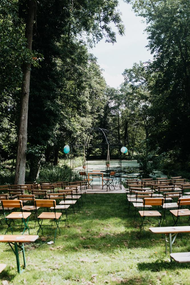 Hochzeit Boho in Bekemühle in Brandenburg. Aufstellung für die Trauung.